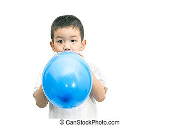 bleu, garçon, peu, souffler, balloon, isolé, asiatique, fond, blanc