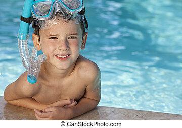bleu, garçon, snorkel, lunettes protectrices, piscine, heureux