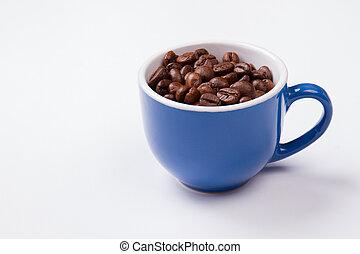 bleu, haricots, isolé, white., tasse, entiers, café