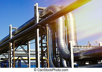 bleu, industriel, canalisations, ciel, contre, pipe-bridge