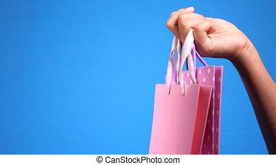 bleu, main, sac à provisions, fond, femmes, tenue