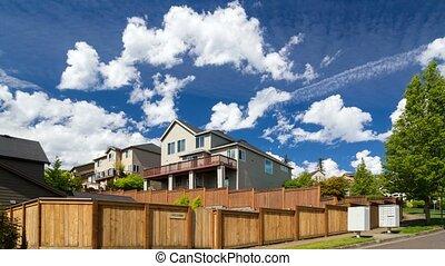 bleu, maisons, sur, nuages, heureux, printemps, défaillance, ciel, une, ensoleillé, 4k, temps, vallée, ou, jour, luxe