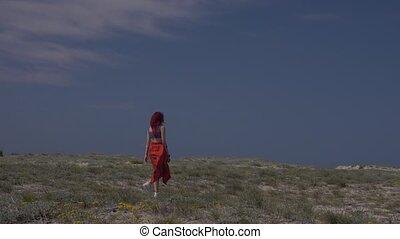 bleu, marche, femme, roux, ciel, jeune, contre, arrière, jupe, rouges, vue