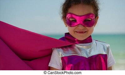 bleu, mignon, peu, concept, superhero, fond, habillé, hero., ciel, manteau, clouds., déguisement, rose, mer, childhood., portrait, girl, masque, jeux, heureux