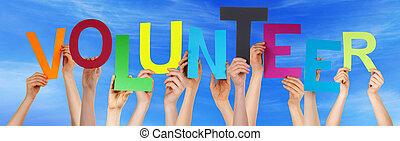 bleu, mot, coloré, gens, ciel, tenant mains, volontaire
