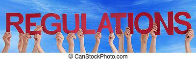 bleu, mot, gens, beaucoup, directement, ciel, règlements, tenant mains, rouges