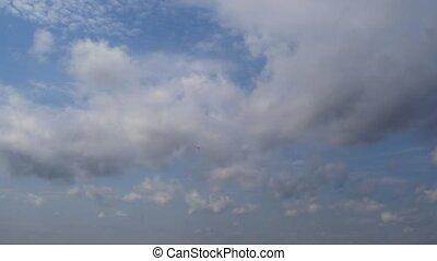 bleu, nuages blancs, timelaps, sky.