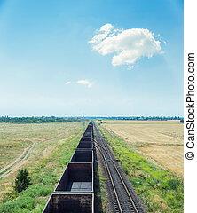 bleu, nuages, ciel, sous, chariots, chemin fer