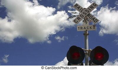 bleu, nuages, rr, piste, ciel, lumières, avertissement, croisement, chemin fer, rouleau