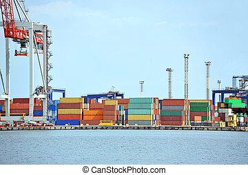 bleu, récipient cargaison, sur, ciel, fond, grue, port