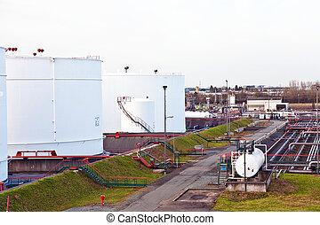 bleu, réservoir pétrole, essence, ciel, ferme, réservoirs, blanc
