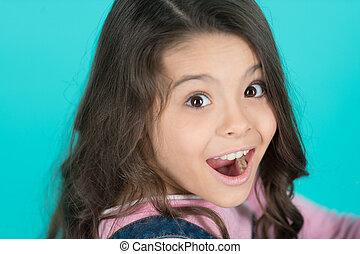 bleu, salon, brunette, beauté, exceptionnel, sain, face., enfant, long, arrière-plan., care., bouche, hair., girl, ouvert, dentaire, surpris, heureux