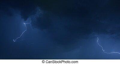bleu sombre, ciel, orageux