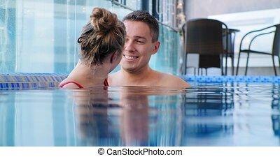 bleu, submergé, homme, blond, piscine, sourires, eau
