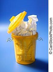 bleu, sur, jaune, papier, fond, déchets ménagers