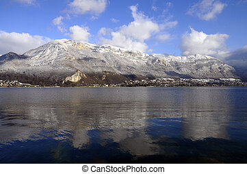 Bllue Annecy lake on winter - Annecy lake and snowed...