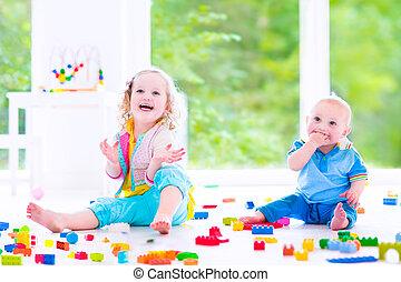 blocos, coloridos, tocando, irmã, irmão