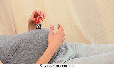 blocs, bâtiment, femme enceinte, jouer