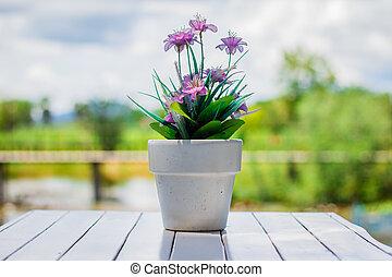 bloem, in, een, bloem pot, op, een, witte , tafel, met, achtergrond