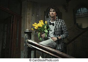 bloemen, modieus, jonge, vasthouden, man, bos