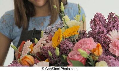 bloemist, maakt, een, reusachtig, mooi, kleurrijke, bouquetten, bedaard, van, gevarieerd, bloemen