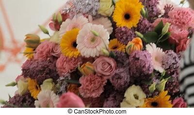 bloemist, maakt, een, reusachtig, mooi, veelkleurig, bouquetten, het bestaan, van, anders, bloemen