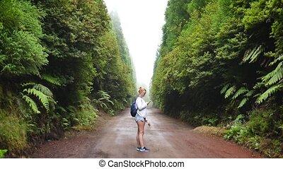 blogger, selfie, marques, forêt, girl