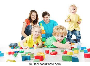 blokjes, spelend, op, vrolijke , family., drie, ouders, geitjes, witte