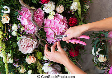blomsterhandlare, hos, work., kvinna, tillverkning, fjäder, blommig, utsmyckningar, den, wedd