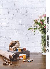 blomstrars bukett, och, affisch, målar, på, trä tabell