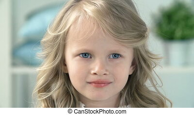 Blond Angel - Head and shoulders of little pretty...