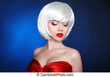 Blond bob hairstyle. Fashion Beauty Girl. Makeup