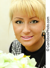 blond, femme, fleurs, heureux, portrait, beau, blanc