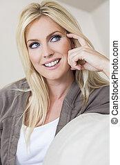 blond, frau, mit, blaue augen, lächeln