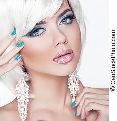 blond, girl., jewelry., makeup., fason, piękno, portret kobiety, z, biały, krótki, hair., manicured, nails.