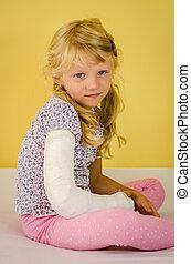 blond girl with broken hand