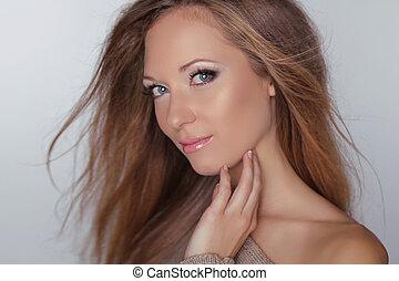 blond, hair., brązowy, dziewczyna, przedstawianie, fason, piękny, care., make-up., studio., woman., wzór, zdrowie, długi, naturalne piękno