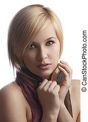 blond, junge frau, in, a, aufschließen, porträt, tragen, a, herbstfarbe, schal, anschauen kamera, freigestellt, weiß, hintergrund