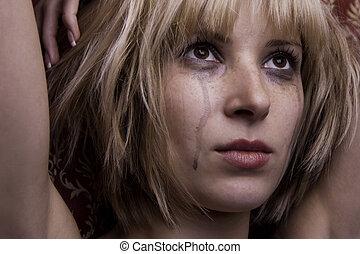 blond, larmes