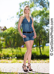 blond, longues jambes, joli