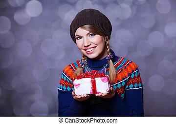 blond, m�dchen, mit, geschenk, kasten, an, str., valentines, day.