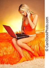 blond, mit, laptop