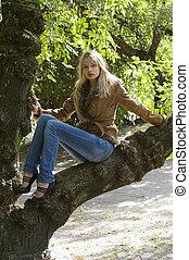 blond on branch