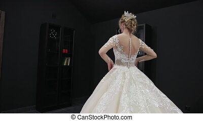 blond, robede mariée, mariée, couronne, appareil photo, blanc, poses, salle, jeune