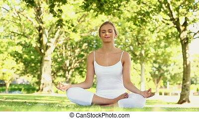 blond, yoga, parc, paisible