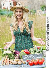 blonde, kvinde, aflægger, hende, grønsager, til sælg