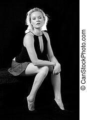 blonde , vrouw zitten