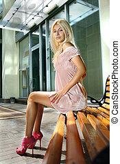 blondin, kvinna, på, bänk