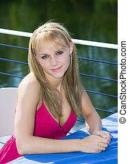 blondynka, dwudziestki, ładny