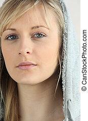 blondynka, zakapturzony, kobieta